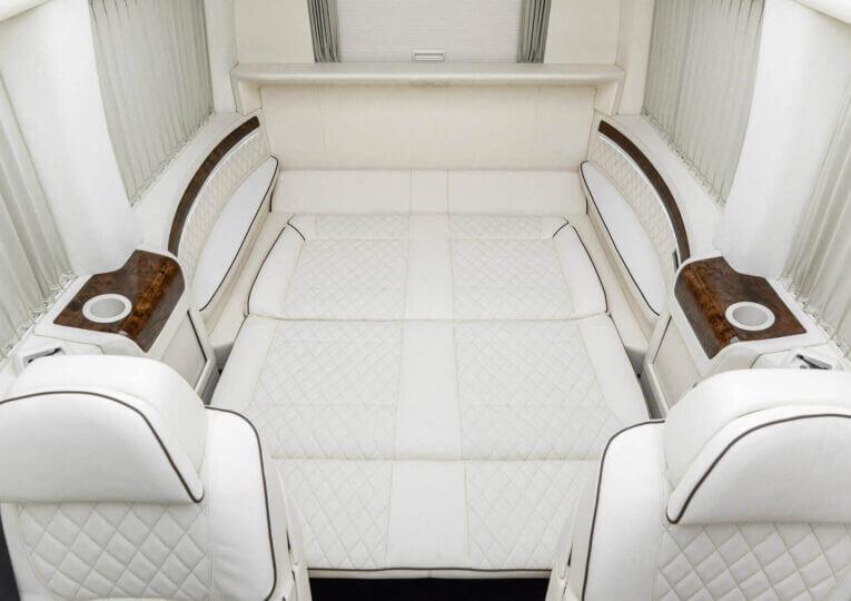 Установка кроватей и диванов в авто